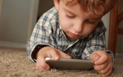 Małe dzieci, technologia i nauczyciele. Co się zmienia?