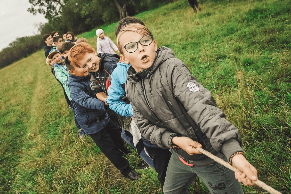 Dzieci w tym wieku szybko się nudzą i tracą uważność. Ze względu na to rodzaj aktywności fizycznej powinien być zróżnicowany i często zmieniany. Co wybrać?