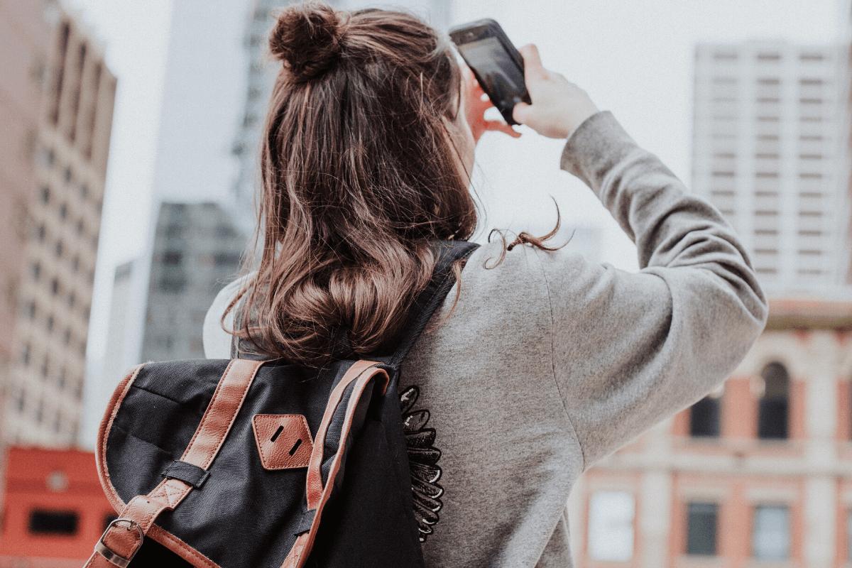 Media społecznościowe zajmują w życiu nastolatków miejsce szczególne. O czym warto porozmawiać? na co zwrócić szczególną uwagę?
