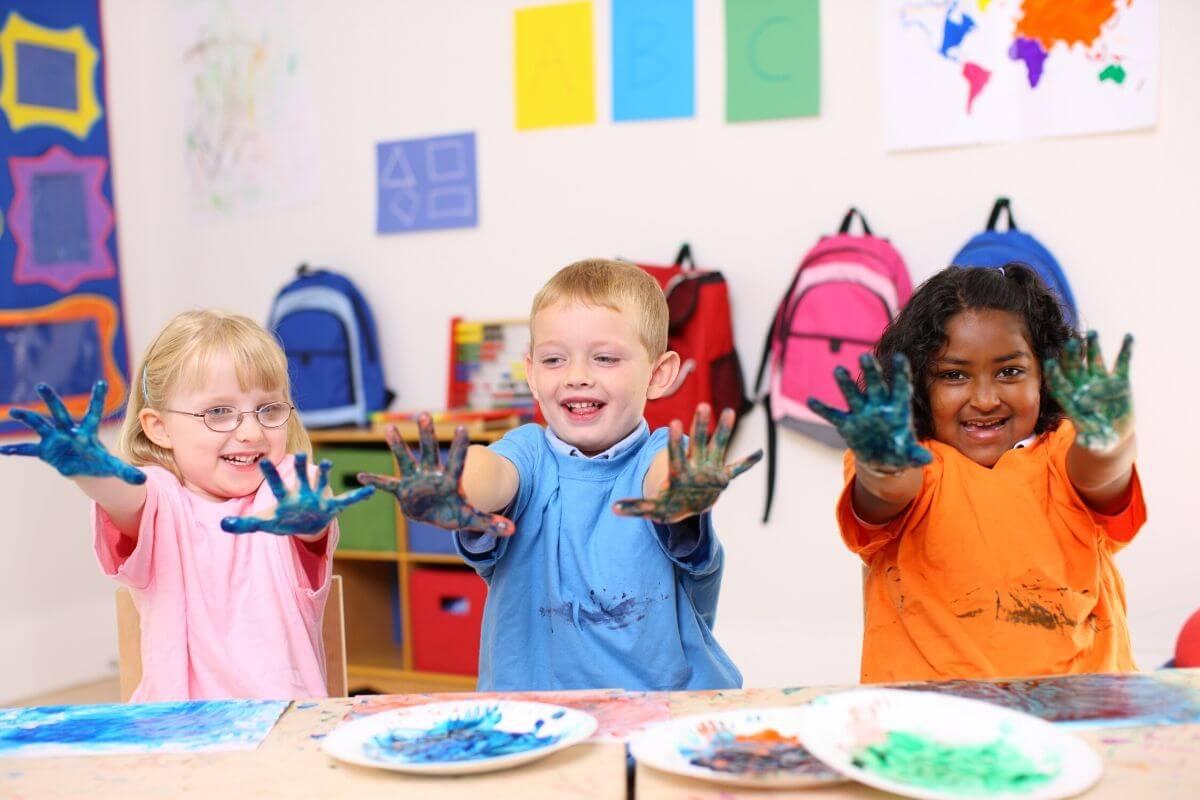 Dlaczego kontakty międzyludzkie w życiu dziecka są tak ważne? Między innymi dlatego, że kształtują prawidłowe wzorce i postawy społeczne.