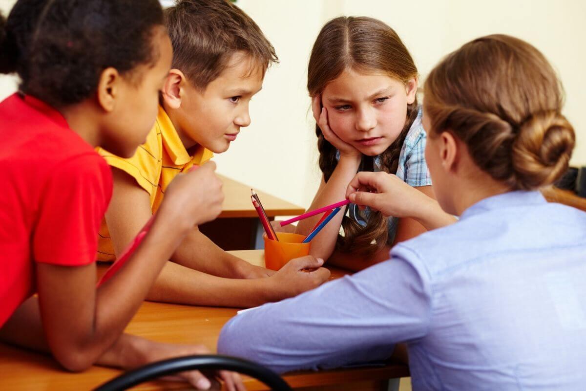 Jak przeprowadzić z dzieckiem rozmowę na trudne tematy? Co zrobić kiedy zadaje nam trudne pytania? Od czego zacząć, a co jest najważniejsze?