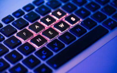 Cyfrowa era fake newsów. Jak się w niej poruszać?