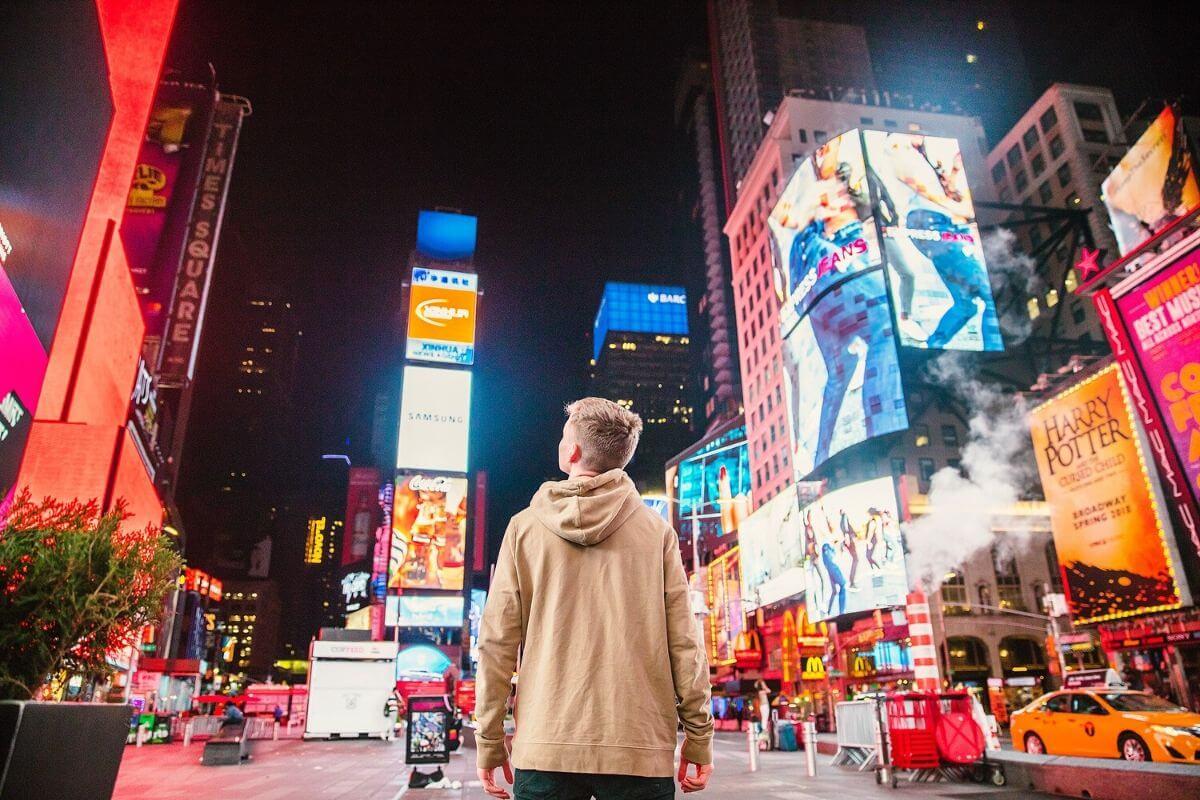 Czy możliwe są świadome wybory nastolatków w świecie wszechobecnej reklamy? Na co zwracać uwagę? O czym i w jaki sposób rozmawiać?