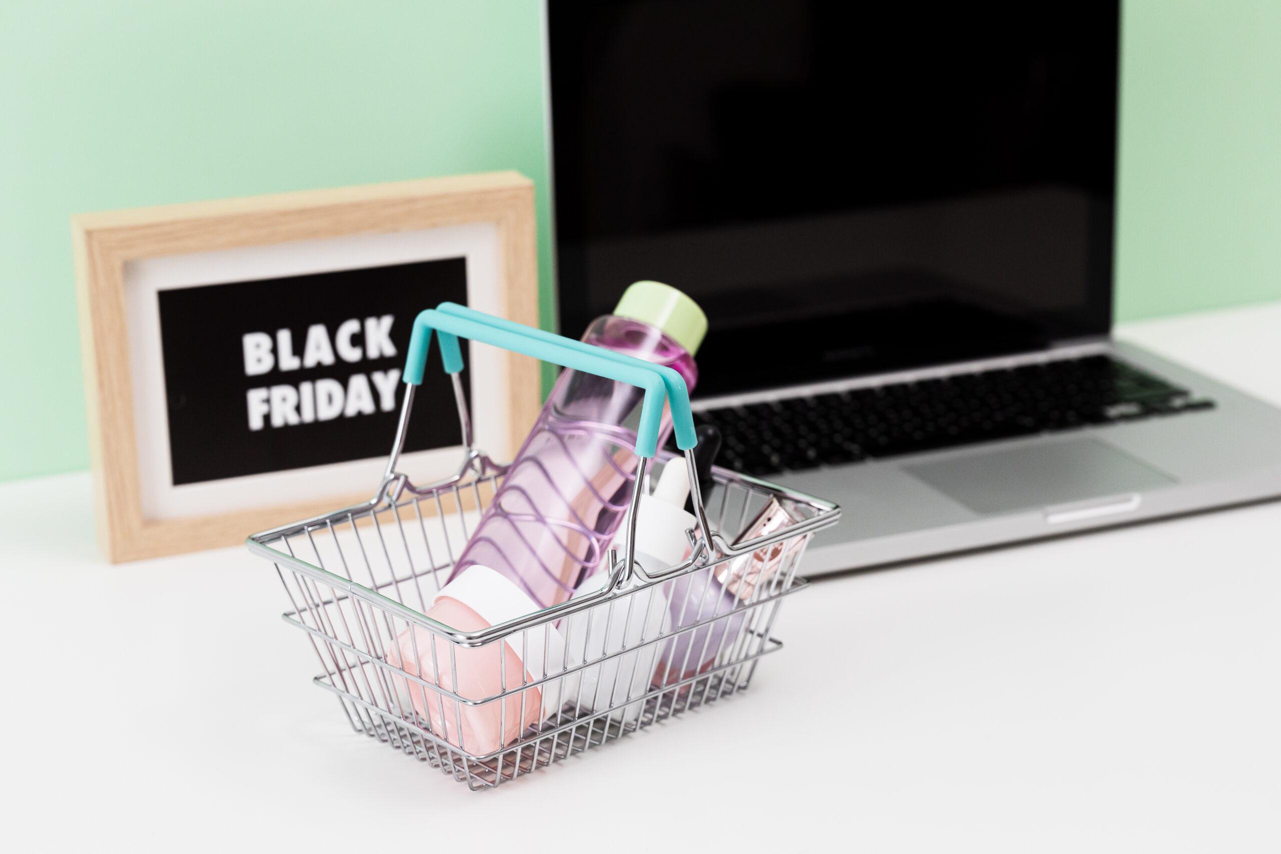 Black Friday, Cyber Monday i świąteczne promocje rozpalają wyobraźnię. Jak ustrzec się przed nadmiernym wydawaniem i zachować równowagę?